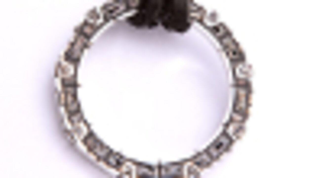 Insolite : une créatrice de bijoux Stargate